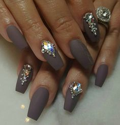 """Mindy Hardy Nails on Instagram: """"Something like this design with 4 glam nails is…"""