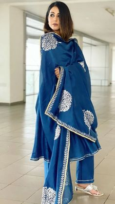 Indian Fashion Trends, Indian Designer Outfits, India Fashion, Woman Fashion, Indian Outfits, Simple Kurta Designs, Stylish Dress Designs, Stylish Dresses, Nice Dresses