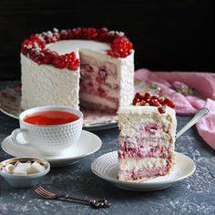 """Almond Layer Sponge Cake: raspberries between layers, cream-cheese filling and frosting __ Бисквитный торт на миндальной муке с малиной и сливками внутри, сливочно-сырный крем - снаружи. Забыла, что приберегла разрез этого торта (ну, вы его уже видели) для этапа """"торты"""" в #марафонвыпечки от @russianfoodieproject и @posudacenter Вообще, попал этот торт почему-то в немилость у меня, всё время про него забываю #l_taste_cakes #cake #food #foodie #raspberry #spongecake #baking #sweet #dessert…"""