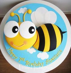 Sunday Sweets For Kids & Kids At Heart — Cake Wrecks Cake Wrecks, Bee Cakes, Cupcake Cakes, Bee Birthday Cake, Decors Pate A Sucre, Animal Cakes, Bee Party, Novelty Cakes, Occasion Cakes