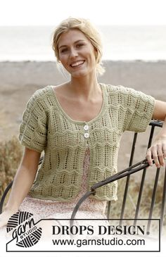 """Knitted DROPS jacket with short sleeves and lace pattern in """"Cotton Light"""". Size: S - XXXL ~ DROPS Design"""