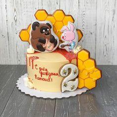 Мишка очень любит мёд. (Бум!) Почему — кто поймёт? (Бум!) В самом деле, почему (Бум!) мёд так нравится ему? МАМА! Мне кажется, этот мультик можно смотреть бесконечно Тортик для Катюши дорогой @bessonova__ 20см Вес 3000г Внутри Сникерс + крем чиз Пряники от @elena_cake_stav Для заказа пишите в Директ или What's App +7 961 453 26 26 #тортлисыпатрикеевны#тортставрополь#домашняявыпечканазаказ#домашняявыпечканазаказставрополь#тортбезмастикиставрополь#кендибарставроп...