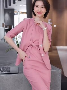 Womens Dress Suits, Suits For Women, Clothes For Women, Korean Outfit Street Styles, Korean Outfits, Modern Hijab Fashion, Korean Fashion, Kilt Skirt, Casual Weekend Outfit