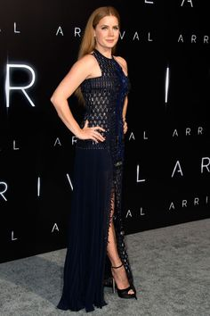 """6 November 2016 — Amy Adams looked elegant in a stunning navy gown for the LA premiere of """"Arrival."""" Source by puppsmummy clothing Amy Adams Style, Actress Amy Adams, Navy Gown, Red Carpet Looks, Star Fashion, Uk Fashion, Queen, Indian Outfits, Dress To Impress"""