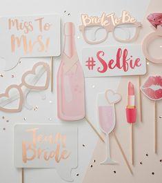 """Halten Sie die schönsten Momente auf Ihrer Bridal Party fest - mit dem Photobooth Set """"Team Bride"""" ist großer Spaß bei allen Beteiligten vorprogrammiert! Hintergrund ausgewählt, schnell zur Kamera oder zum..."""