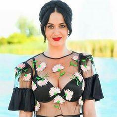 Coachella: Katy Perry, Rihanna e outros famosos curtindo o festival (Parte 2 - Yasmin Michellon Katy Perry Photos, Katy Perry Gallery, Rihanna, Gossip Girls, Rachel Mcadams, Christina Hendricks, Britney Spears, Look Hippie Chic, Russell Brand