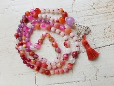 Mala Liebe Kette Diese Kette kann individuell bei uns bestellt werden! Beaded Necklace, Beads, Jewelry, Pearls, Necklaces, Love, Schmuck, Beaded Collar, Beading