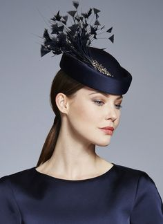 London based milliner Juliette Botterill makes beautiful bespoke headpieces and hats for that special occasion. Millinery Hats, Fascinator Hats, Estilo Fashion, Steampunk Fashion, Victorian Fashion, Gothic Fashion, Fashion Fashion, English Hats, Race Day Hats