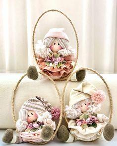 Felt Wreath, Fabric Dolls, Gift Baskets, Puppets, Art Dolls, Snow Globes, Country, Children, Christmas