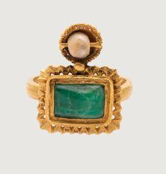 "gemma-antiqua: ""Byzantine gold, emerald, and pearl ring, dated to the century CE. Byzantine Gold, Bohemia Jewelry, Roman Jewelry, Art Icon, Ancient Jewelry, 14th Century, Pearl Ring, Medieval, Jewelry Making"