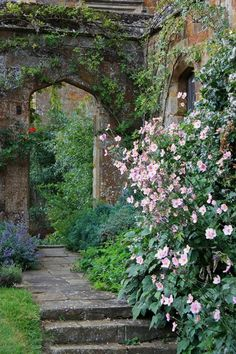 Your Own Secret Garden Wonderful Photo! Broughton Castle Gardens ( My Secret Garden )Wonderful Photo! Broughton Castle Gardens ( My Secret Garden ) The Secret Garden, Secret Gardens, Garden Cottage, Enchanted Garden, Parcs, Garden Spaces, Balcony Garden, Indoor Balcony, Corner Garden