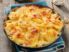 Francuski krumpir - potato gratin - Croatian version - boiled potatoes are sliced, salted and put in layers with sour cream and cooked eggs sliced, then the bowl is put in oven again and baked for minutes until golden brown at the top Potato Gratin Recipe, Potato Casserole, Food Network Recipes, Cooking Recipes, Seasoned Potatoes, How To Cook Eggs, Winter Food, Vegetable Recipes, Easy Meals
