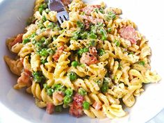 A beautiful creamy bacon and pea pasta dish with salty smoked bacon and sweet petit pois - just the sort of thing for those cold winter evenings! Pasta Recipes, Cooking Recipes, Healthy Recipes, Entree Recipes, Pork Recipes, Pasta Dishes, Food Dishes, Smoked Bacon, Family Meals