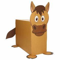 Paard zelf maken knutselpakket / Sinterklaas surprise. Compleet basis bouwpakket om een paard te kunnen maken zoals op de afbeelding. Dit pakket bestaat uit de basismaterialen en instructies die u nodig heeft om een paard te knutselen van ongeveer 41 x 16 x 35 cm. Daarna kunt u de surpise naar eigen wens versieren en personaliseren. Extra nodig: - Lijm - Schaar - Plakband / tape Ruimte voor kado: In het doosje is een ruimte van ongeveer 35 x 24 x 12 cm.