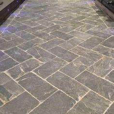 stone flooring slate herringbone floor t - Herringbone Tile Floors, Stone Tile Flooring, Foyer Flooring, Porch Flooring, Natural Stone Flooring, Slate Flooring, Grey Tiles, Outdoor Flooring, Kitchen Flooring