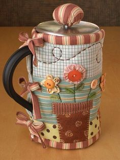 GARDEN French Press Cozy | Flickr - Photo Sharing!  Love all this persons quilted teapots, they are adorable!