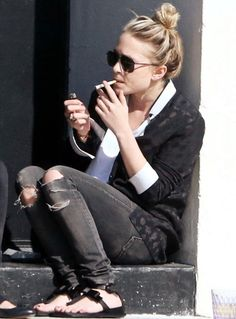 Probably could do without the smoking, though.  And I'd be wearing ankle boots. (Mary Kate Olsen)