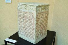 Calendario y Zodiaco Romano - Proviene del Campo Marcio de Roma y está en el Museo Arqueológico Nacional de Nápoles.