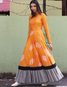 Orange Cut Out Waist Long Flared Kurta with Ruffled Hem Indian Designer Outfits, Indian Outfits, Designer Dresses, Stylish Dresses, Fashion Dresses, Casual Dresses, Long Dresses, Kalamkari Dresses, Long Gown Dress
