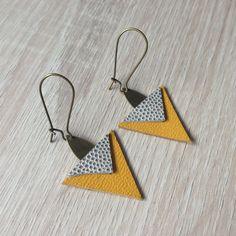 Boucles d'oreilles triangles en cuir jaune