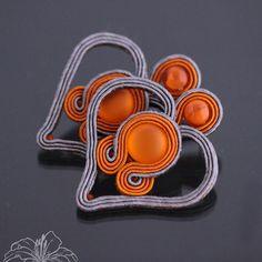 Juicy hearts, by Zuzana Hampelova Valesova Boho Jewelry, Jewelry Crafts, Beaded Jewelry, Handmade Jewelry, Jewellery, Soutache Necklace, Beaded Earrings, Bead Embroidery Jewelry, Beaded Embroidery