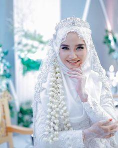 Ideas Dress Hijab Brokat Duyung For 2020 Hijabi Wedding, Wedding Hijab Styles, Muslimah Wedding Dress, Muslim Wedding Dresses, Muslim Brides, Wedding Poses, Niqab, Bridal Hijab, Gothic Wedding