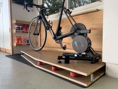 A more realistic indoor ride: How to build a rocker plate for your trainer Zwift Cycling, Indoor Cycling, Bike Shed, Garage Bike, Garage Gym, Indoor Bike Trainer, Bike Hanger, Shed Interior, Triathlon Gear