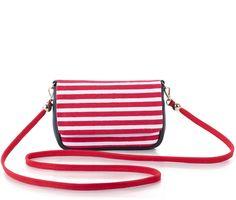 Bolso de mano para mujer modelo Red Harbor de la diseñadora Corina Lozano.