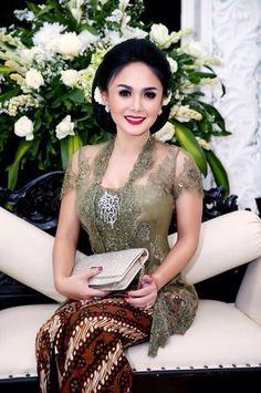 Margalena uploaded this image to Collections'. See the album on Photobucket. Kebaya Lace, Kebaya Brokat, Batik Kebaya, Kebaya Dress, Batik Dress, Kebaya Hijab, Model Kebaya Modern, Kebaya Modern Dress, Myanmar Traditional Dress
