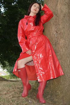 Red Raincoat, Girls Raincoat, Raincoat Outfit, Vinyl Raincoat, Imper Pvc, Vinyl Clothing, Langer Mantel, Rain Jacket Women, Plastic Pants