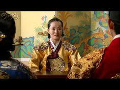 """5分でわかる「太陽を抱く月」~第6回 消された過去~ 韓国で視聴率46%を記録した超話題作!ベストセラー小説が原作の""""ファンタジー・ロマンス史劇""""。舞台は朝鮮王朝の架空の時代。史実に縛られずロマンスや陰謀をドラマチックに描く!  うっかり見逃した、もう一度みたい・・・そんなあなたはこの5分ダイジェスト版をチェック!    第6回「消された過去」   ヨヌの死を知り取り乱すフォン。陽明君(ヤンミョングン)は、ヨヌを守れなかったフォンを責める。一方、葬儀の晩、ノギョンの指示でヨヌの墓が掘り起こされ...。死んだはずのヨヌが目を覚ます!それから8年。若き王となったフォンは、今もヨヌを思い心を閉ざしていた。  第6回を5分のダイジェスト版でご紹介!  NHK BSプレミアム 毎週日曜 午後9時~ (C)2012 MBC    番組HPはこちら「http://www.nhk.or.jp/kaigai/taiyou/」"""