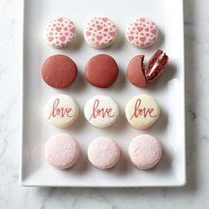 Valentine's Day Macarons Valentine's Day Macarons Valentines Day Treats, Valentine Cookies, Valentines Baking, Easter Cookies, Birthday Cookies, Christmas Cookies, Home Cake Image, Kreative Desserts, Macaroon Cookies