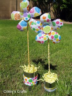 Crissy's Crafts: Recycled Water Bottle Flower--spray paint then paint with acrylic instead of fabric???