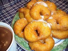 Bunuelos de calabaza for Sukkot Typical pumpkin fritters from Valencia Pumpkin Fritters, Spanish Food, Dessert Recipes, Desserts, Dessert Ideas, Chocolate Brownies, Bagel, Doughnut, Holiday Recipes