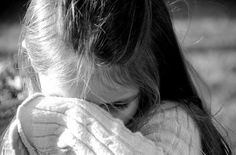 Yavaşça dokun yaralarıma. Yavaşça. Annesi dün ölmüş çocuklara dokunurcasına şefkatle.  Tarık Tufan