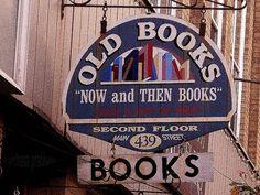 """old book shop sign Me encanta este rótulo, pero sobre todo una frase que tienen que dice: """"Ahora y entonces libros"""" Viniendo a decir que un libro es y será libro y si gusta seguirá estando ahí, bueno eso ya me lo he inventado... Pero el caso es que me hace gracia este rótulo! :-)"""