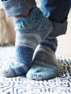 Novita wool socks, short summer socks with a lace pattern made with Novita Aalto. Wool Socks, Knitting Socks, Free Knitting, Knitting Patterns, Patterned Socks, Crafts To Do, Crochet Yarn, Leg Warmers, Pattern Making