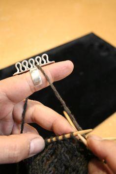 ring for stranded knitting or crocheting Fair Isle Knitting, Loom Knitting, Knitting Stitches, Hand Knitting, Knitting Patterns, Crochet Patterns, Crochet Tools, Knit Or Crochet, Knitting Accessories