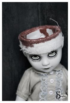 Poor Purdy The doll is not made by me but by Living Dead Dolls Purdy Creepy Baby Dolls, Creepy Toys, Creepy Art, Creepy Doll Costume, Soirée Halloween, Michaels Halloween, Zombie Dolls, Living Dead Dolls, Haunted Dolls