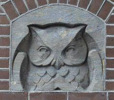Omdat uilen in het teken staan van wijsheid