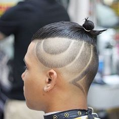20 Top Knot-haarstijlen voor mannen om een verbluffende look te krijgen.  Acconciature FunkyTagli Di Capelli AcconciatureTagli Di Capelli Da Uomini  ... 62f2da24eda1