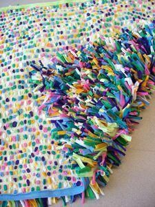 T-Shirt Rug. The perfect solution for what to do with old t-shirt sheets and t-shirts. (Did she say t-shirt sheets? Fabric Crafts, Sewing Crafts, Sewing Projects, Homemade Rugs, Do It Yourself Inspiration, Old T Shirts, Recycled Shirts, Kids Shirts, Braided Rugs