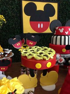 Mickey Mouse Party. VIsit www.bloomingtable.com