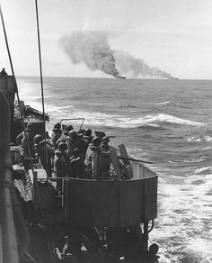 USS Mugford (DD-389) escorted carriers Belleau Wood and Franklin both damaged by a kamikaze attack off Philippine Islands 30 October 1944.