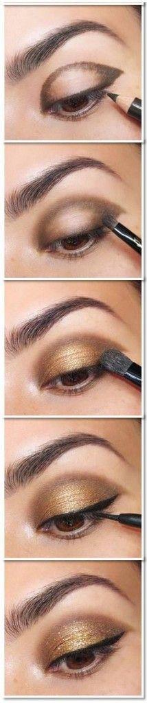 Para começar sua maquiagem para o Natal, um rápido passo a passo para olhar esfumado com lápis. Depois, preencha o centro da pálpebra móvel com a cor brilhante/metálica que você preferir!