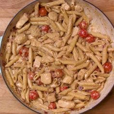 This creamy penne pasta dish with chicken is irresistible! Pasta in a spicy creamy sauce featuring Peri-Peri sauce. This creamy penne pasta dish with chicken is irresistible! Pasta in a spicy creamy sauce featuring Peri-Peri sauce. Chicken Penne Pasta, Chicken Pasta Dishes, Spicy Pasta, Healthy Recipes, Beef Recipes, Chicken Recipes, Cooking Recipes, Pasta Recipes Video, Penne Pasta Recipes