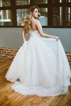 Beautiful lace Joyce Young Couture wedding dress | Sue-Slique Photography