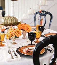 Knowing the trends for Halloween decoration ideas this year would help you fitting your home decor.Take a look at Fabulous Halloween Decoration Ideas – 35 trendy for this season. Retro Halloween, Décoration Table Halloween, Halloween Table Centerpieces, Halloween Table Settings, Soirée Halloween, Spooky Halloween Decorations, Halloween Dinner, Halloween Party Decor, Holidays Halloween