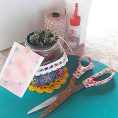 Cola seu ateliê de presentes personalizados em Ilhabela.  Encomenda especial para uma lembrança com carinho. #diy #craftdocola #suculentas