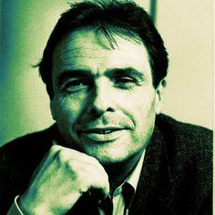 Pierre Bourdieu é autor de conceitos-chave como, por exemplo: capital cultural, habitus, dentre outros. Neste documentáriotemos um apanhado do cotidiano e dos principais conceitos e teorias de Pie…